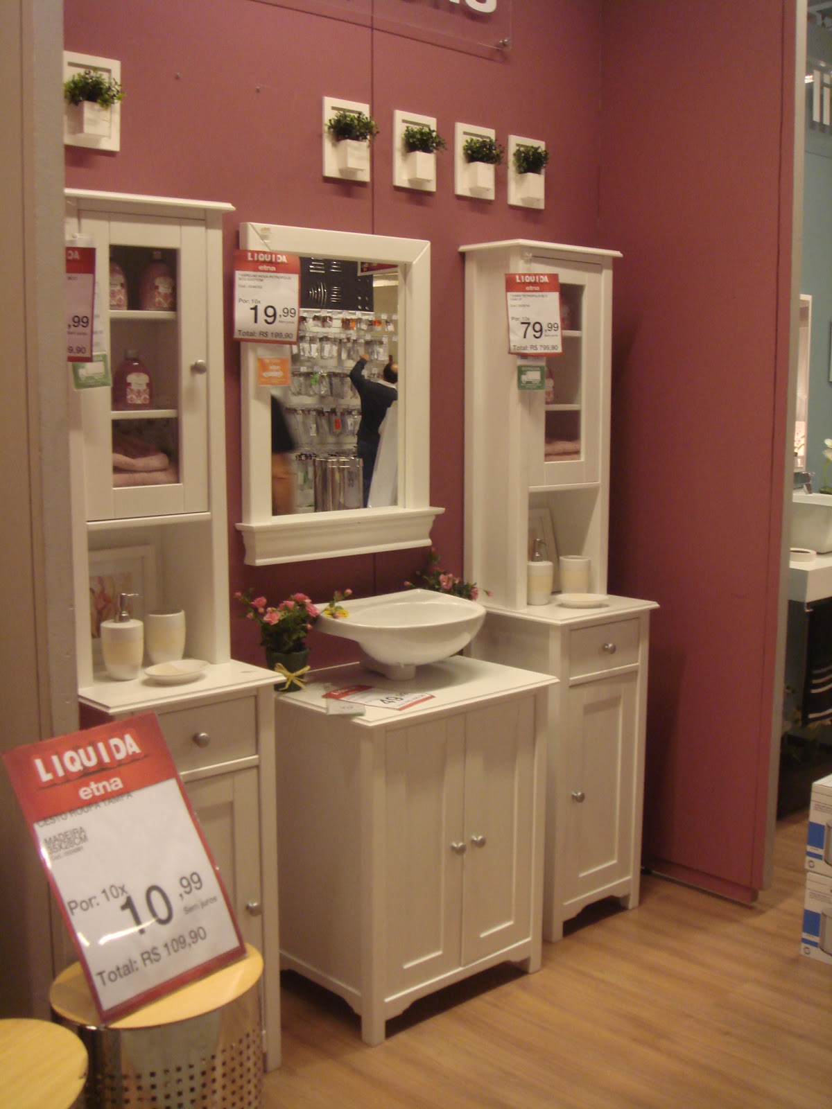 Banheiro feminino super romântico e outra vez o rosa antigo dá o  #984233 1200x1600 Armario Banheiro Antigo