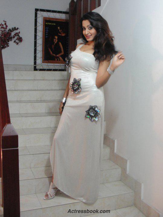Madhavi Kaushalya Sri Lankan Hot Model and TV Presenter Latest Photo Shoot Gallery sexy stills