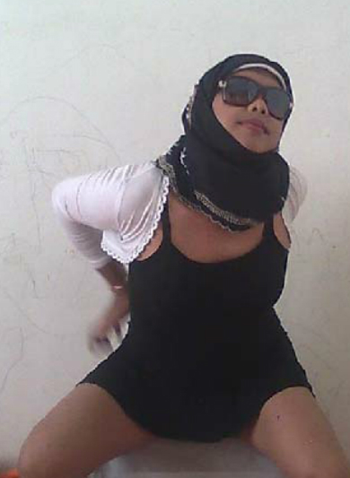 ahyar711: Jilbab Labil kacamata pamer bodi semok Terbaru