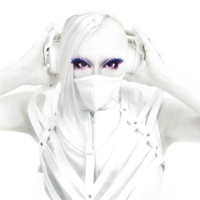 Yoji Biomehanika - Look @ The Heaven