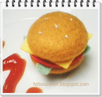 http://feltsouvenir.blogspot.com/search/label/cara%20membuat%20burger%20dari%20flanel