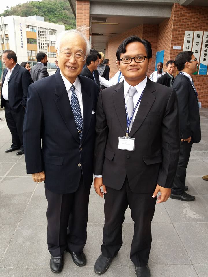 With the father of black tiger shrimp culture, I Chiu Liao
