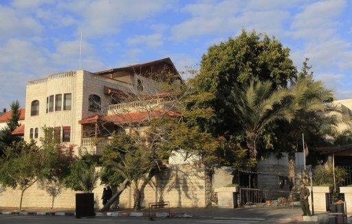 http://4.bp.blogspot.com/-r6YgD2r-ay8/TxM27xOfmRI/AAAAAAAAVPw/2nFa1C-OSpU/s1600/Abbas+Won%25E2%2580%2599t+Feel+at+Home+in+Gaza.jpg