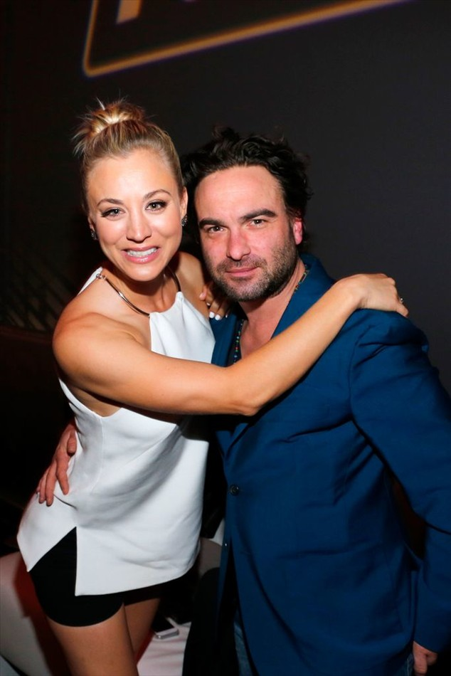 Kaley Cuoco and Johnny Galecki: Snuggle up as best friends ...