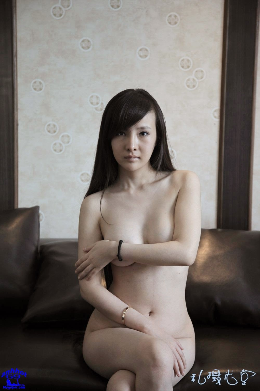 gan-lu-lu-naked_4GIKuCP
