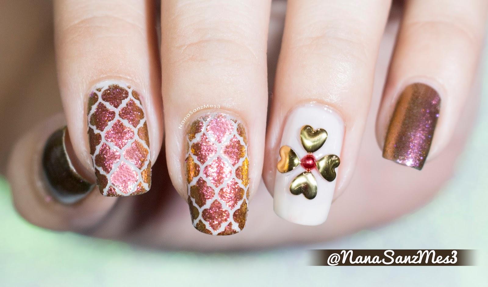 NanaSanzMes3: Holo Moroccan nails