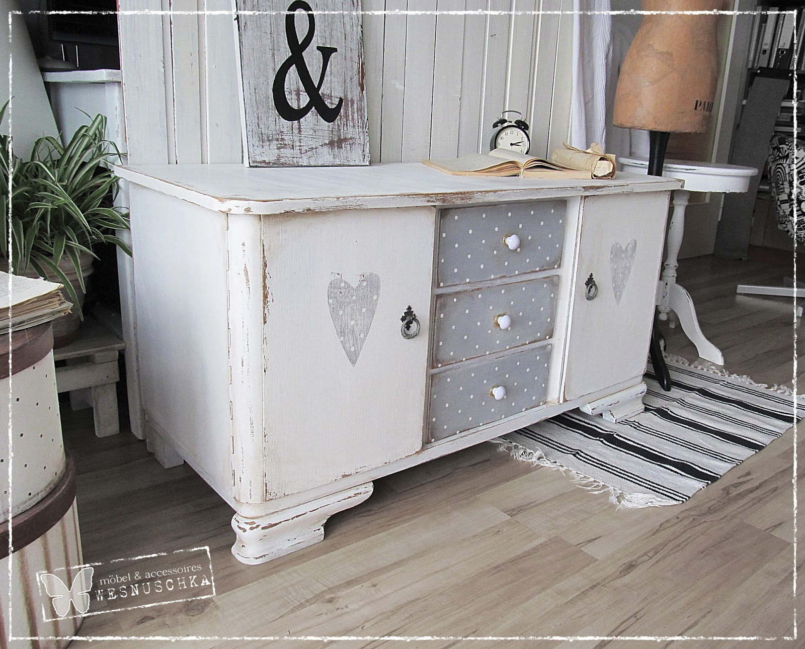 schrank shabby look good kommode reno schrank shabbylook vintage bunt xxcm wei with schrank. Black Bedroom Furniture Sets. Home Design Ideas