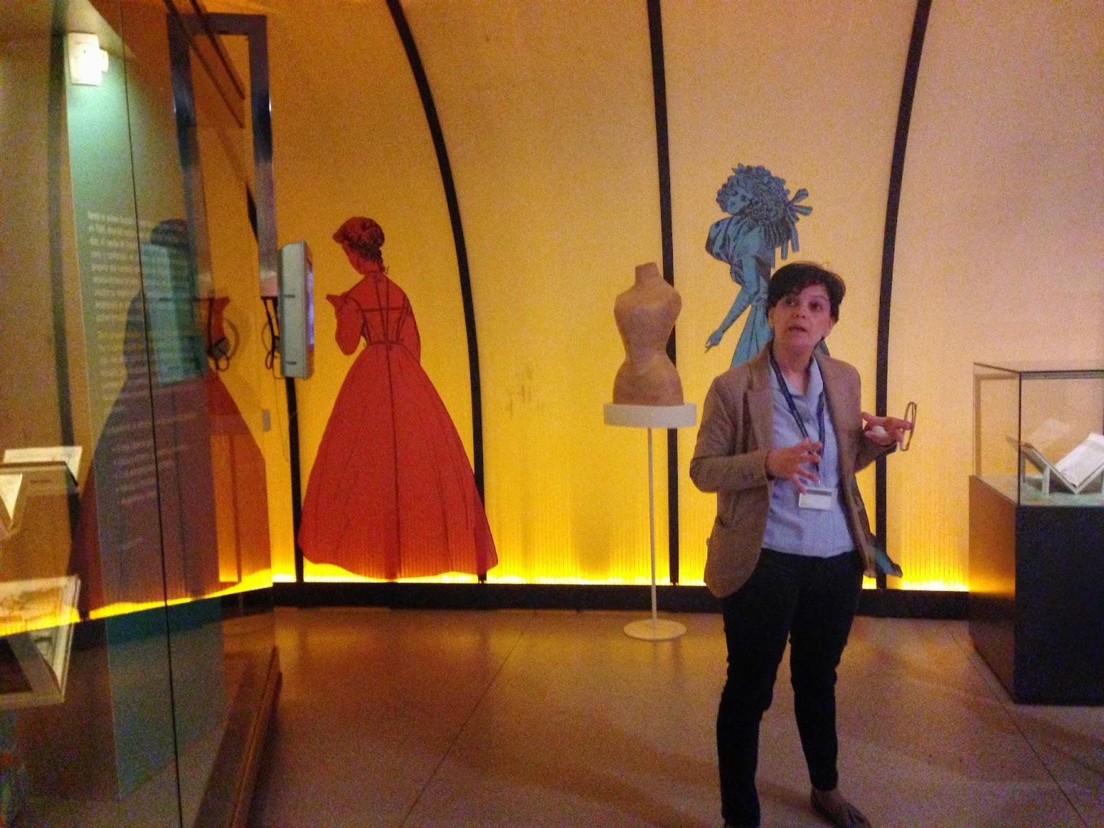 Mercedes Pasalodos, comidaria de la exposición De la geomería a los pespuntes