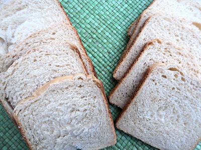 http://www.olorahierbabuena.com/2013/08/pan-de-miel-y-mantequilla-salada.html
