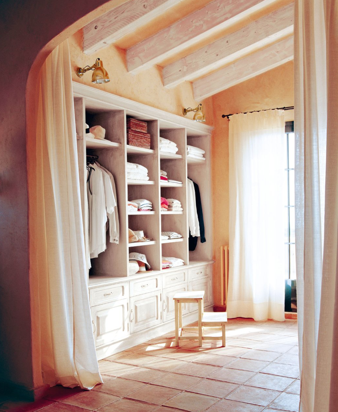 Casa tr s chic closets e banheiros for Dormitorio 2x3