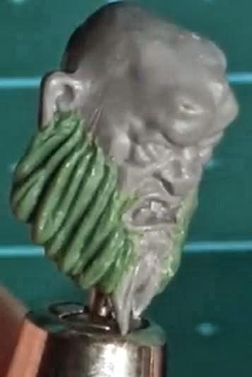 Cómo modelar barbas con masilla verde