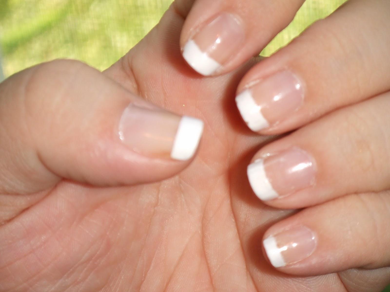 French tip fingernails