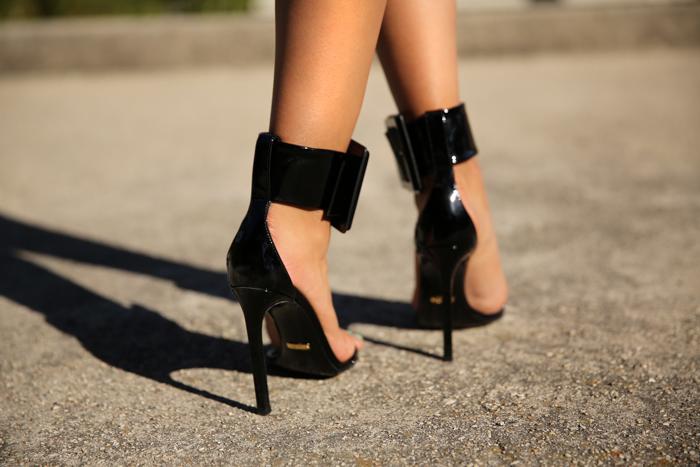 Gucci_shoes_black_Annabelle_fleur-5.jpg