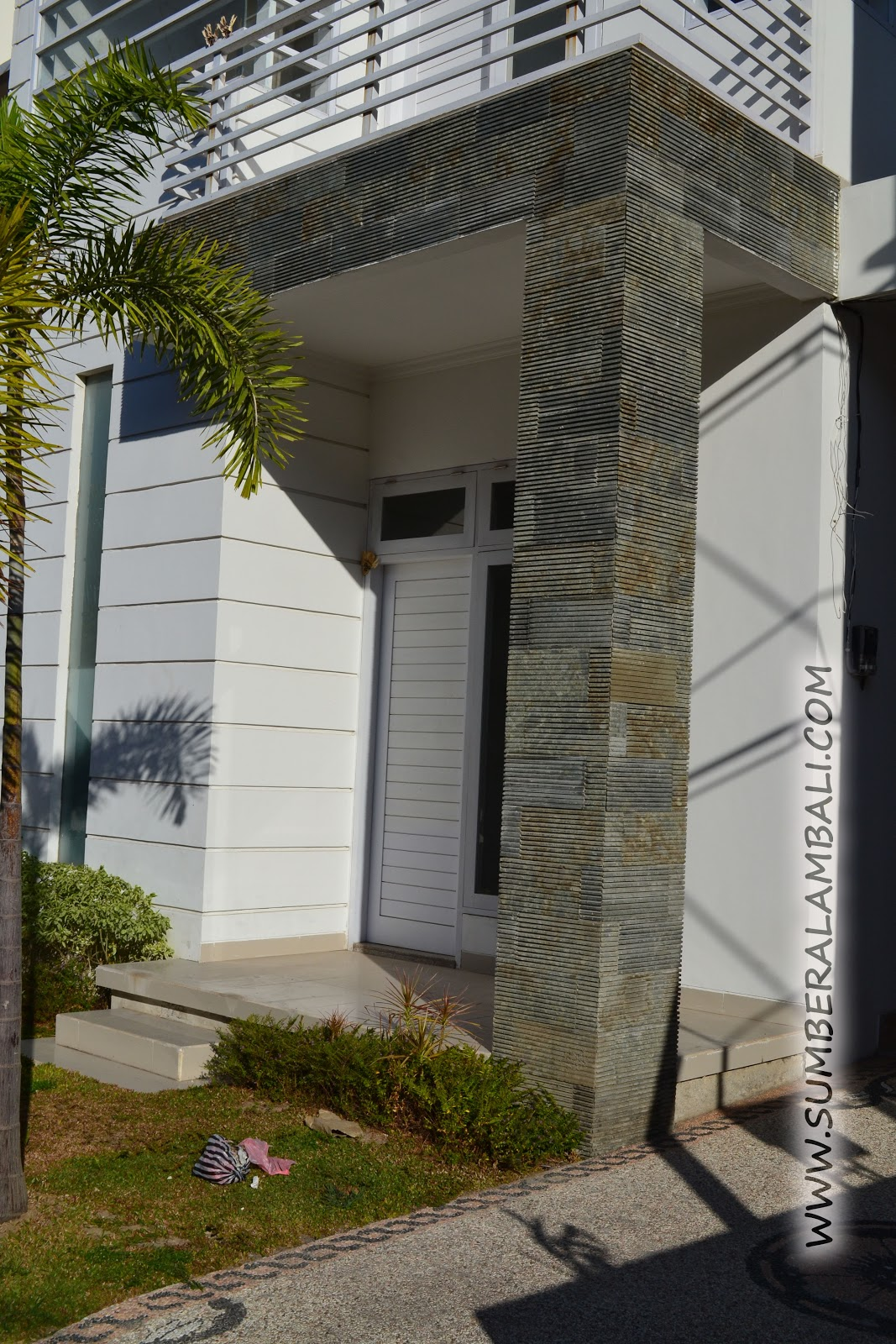 Pengetahuan: Contoh pemasangan batu alam pada dinding rumah Batu Alam