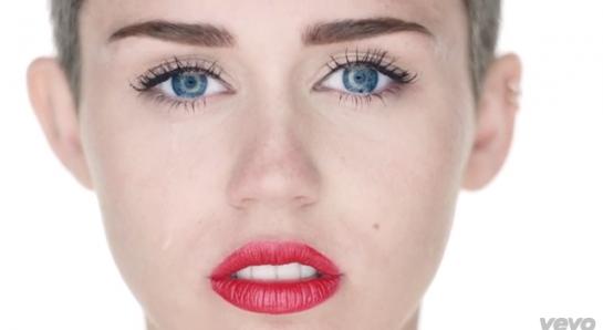 Miley Cyrus : wrecking ball (et tout en bas 23 explicit)