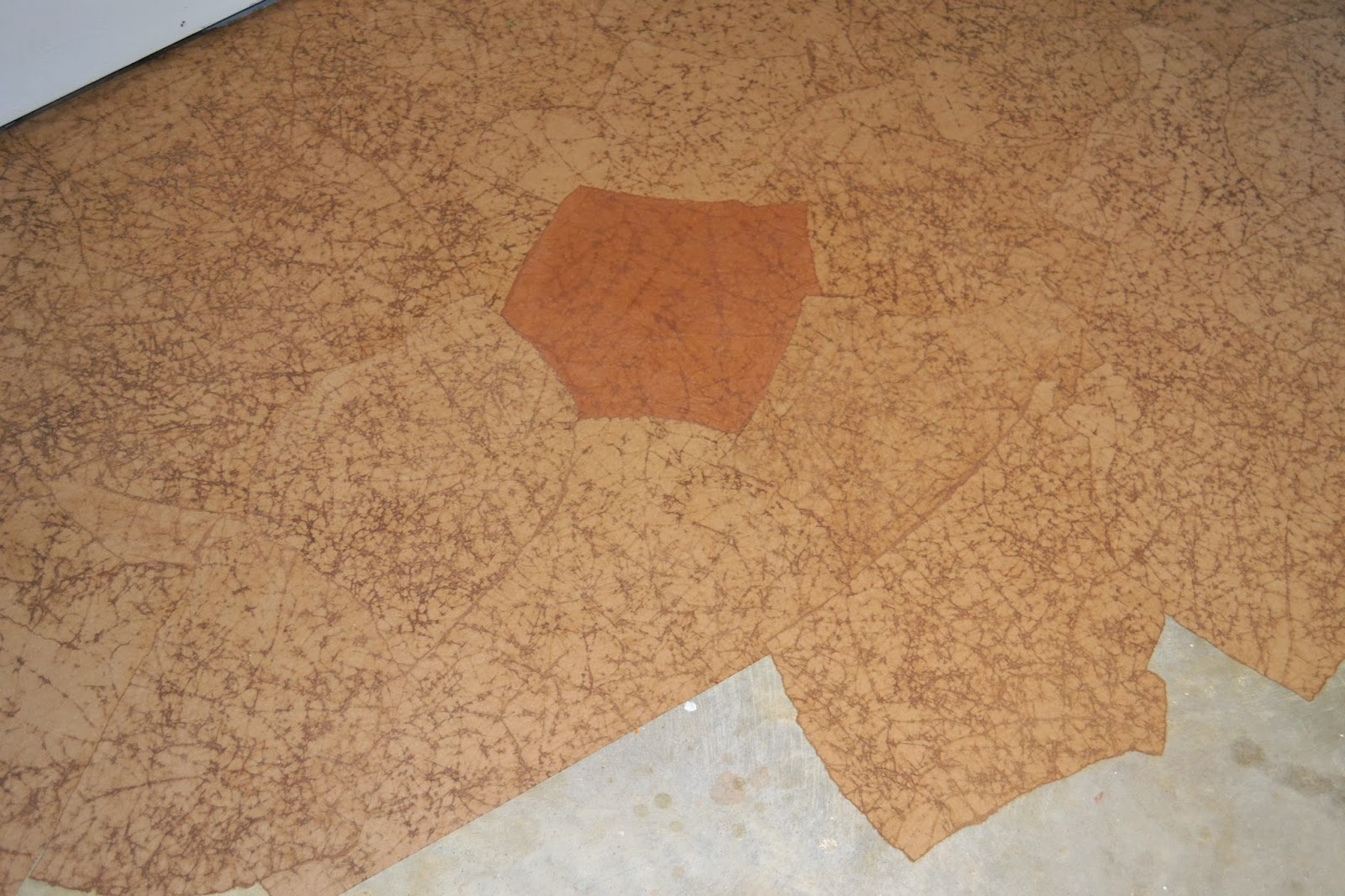 brown paper floor Kraft paper floors casual visitor: i really like your bedroom flooring a roll of brown kraft paper, and a gallon of elmer's glue later, we were ready to begin.