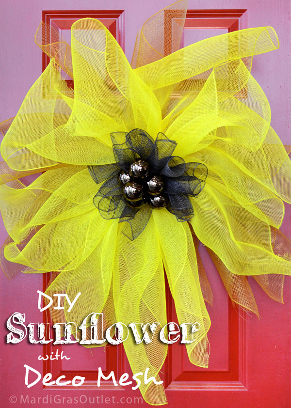 Bright sunflower made of deco mesh- DIY Tutorial