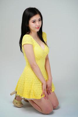 Joohee Sexy Model Yellow Dress Cleavage Boobs