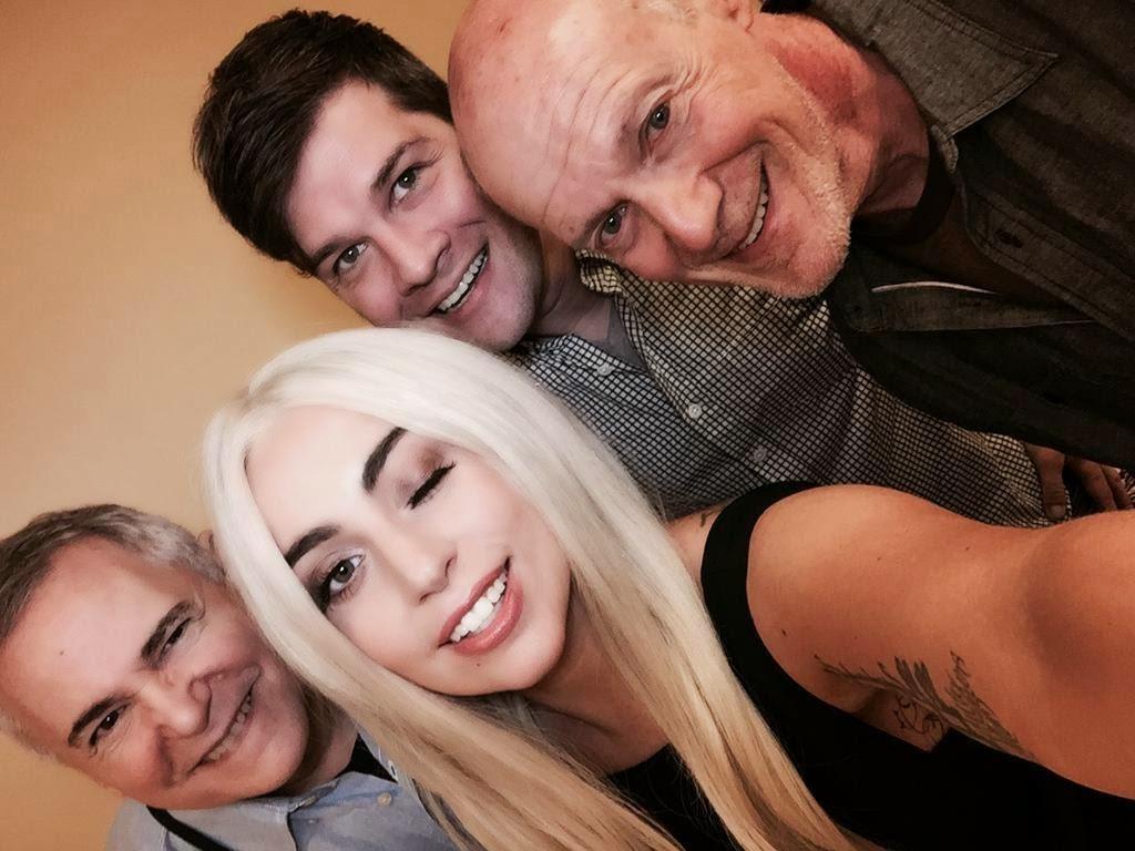 Lady Gaga, Craig Zandan, Neil Meron y Stephen Oremos ayer en los ensayos para los Oscars