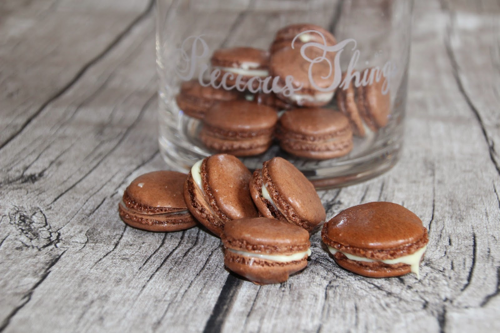 gelingsichere macarons au chocolat kleid kuchen. Black Bedroom Furniture Sets. Home Design Ideas