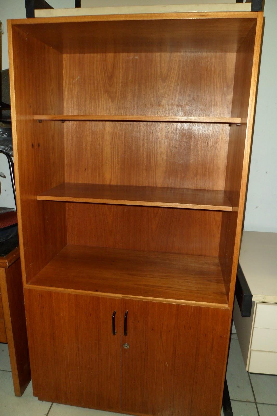 Armário estante (usado) com duas portas madeirado R$ 350 00  #72330C 1067x1600