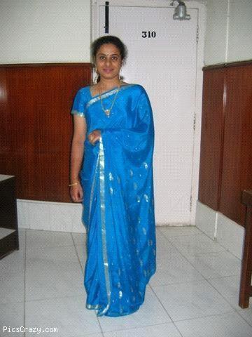 umbalarasi: Beautiful Saree Aunty Pics