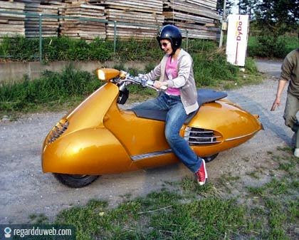 photos marrantes et insolites transport scooter v70 des milliers de photos dr les et insolites. Black Bedroom Furniture Sets. Home Design Ideas