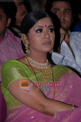 south indian mallu actor sudha chandran hot and rare sexy wet cleavege navel show pic