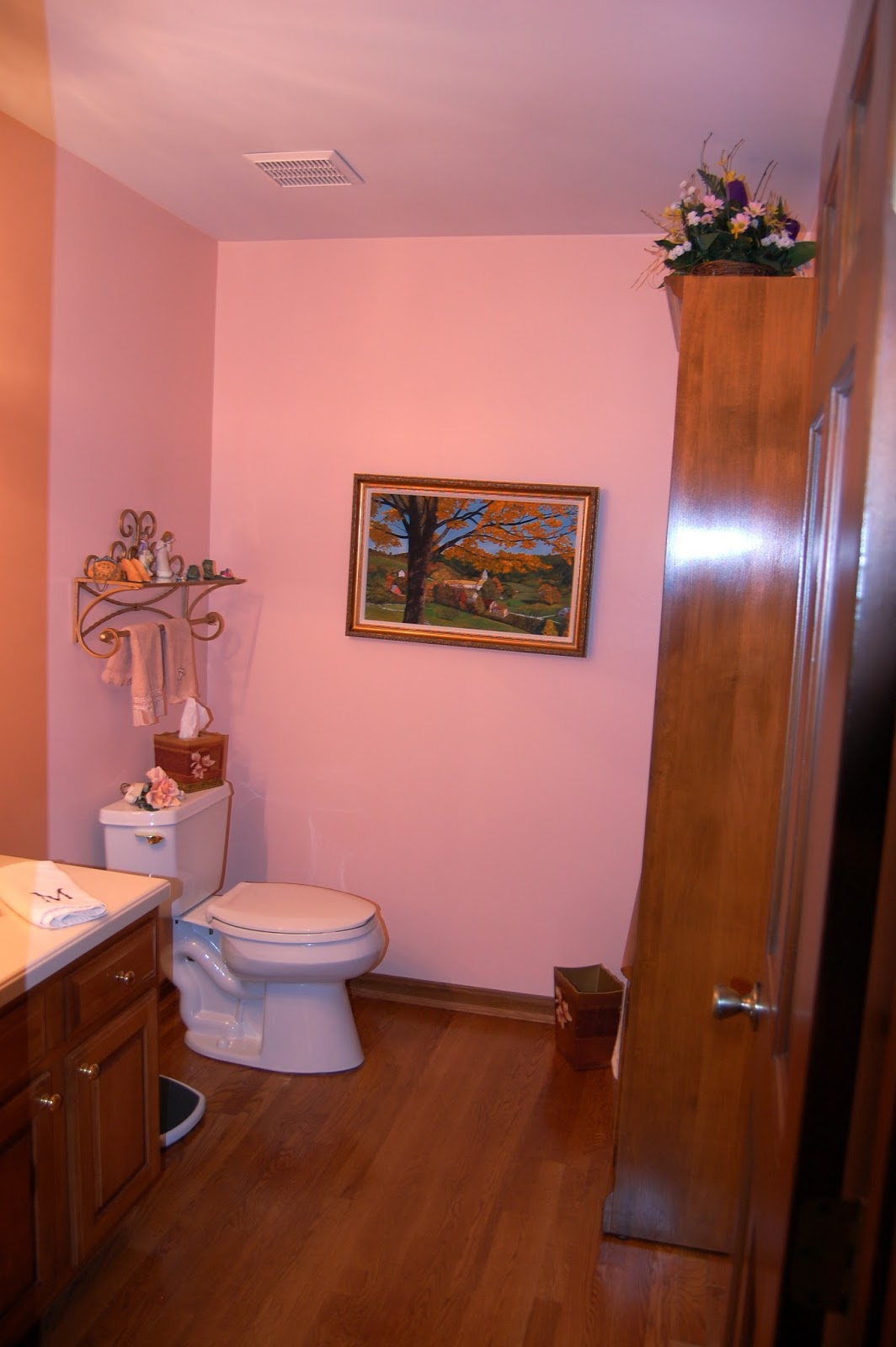 Foyer Powder Room : Buzzings of a queen bee entryway powder room and laundry