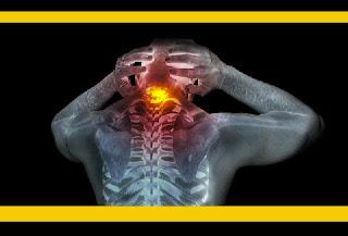 """Embora não seja possível erradicar as causas externas que causam a dor física, talvez seja possível, sim, evitar que se sinta a dor... E de que forma? Por exemplo, bloqueando os sinais de dor antes que eles cheguem ao cérebro, onde é produzida essa sensação. E um grupo de cientistas suecos, conforme publicado na revista Medical Express, afirma ter desenvolvido um dispositivo capaz de realizar esse processo. Trata-se de uma """"bomba de íons"""", tal como a chamam seus criadores, semelhante a um marca-passo, que é colocada em uma área específica do corpo, suprimindo a dor através de sinais químicos. Segundo eles, o implante não causa nenhum tipo de problema ou dano à saúde do usuário."""