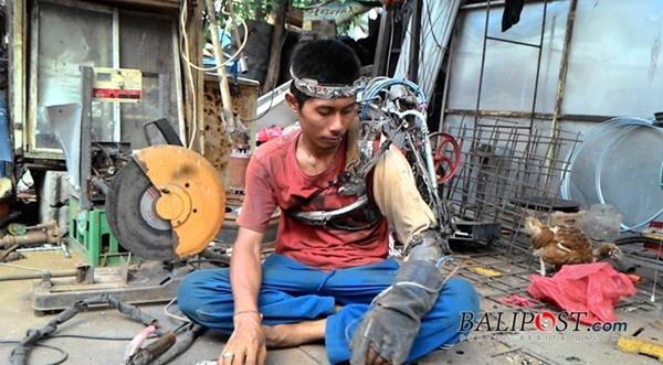 Manusia Setengah Robot dari Bali