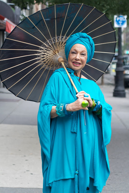 turquoise tunic and umbrella