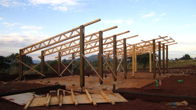 William tobias appleton holley project limpopo phase 1 for Clerestory roof truss design