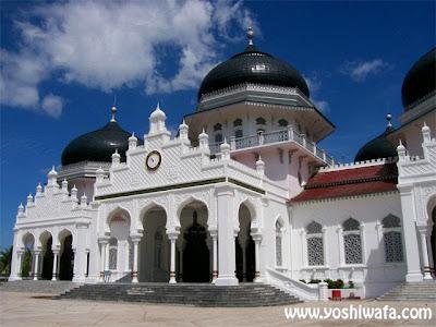 Wisata Religi Masjid Raya Baiurrahman di Banda Aceh.