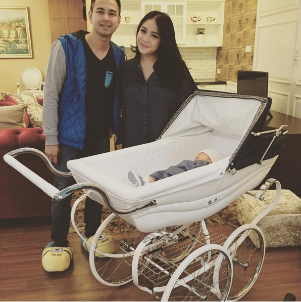 stroller bayi nagita slavina dan raffi ahmad