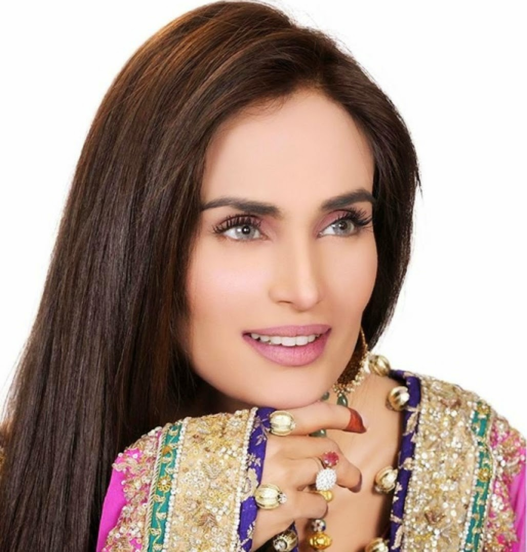 Beautiful Mehreen Syed HD Wallpaper