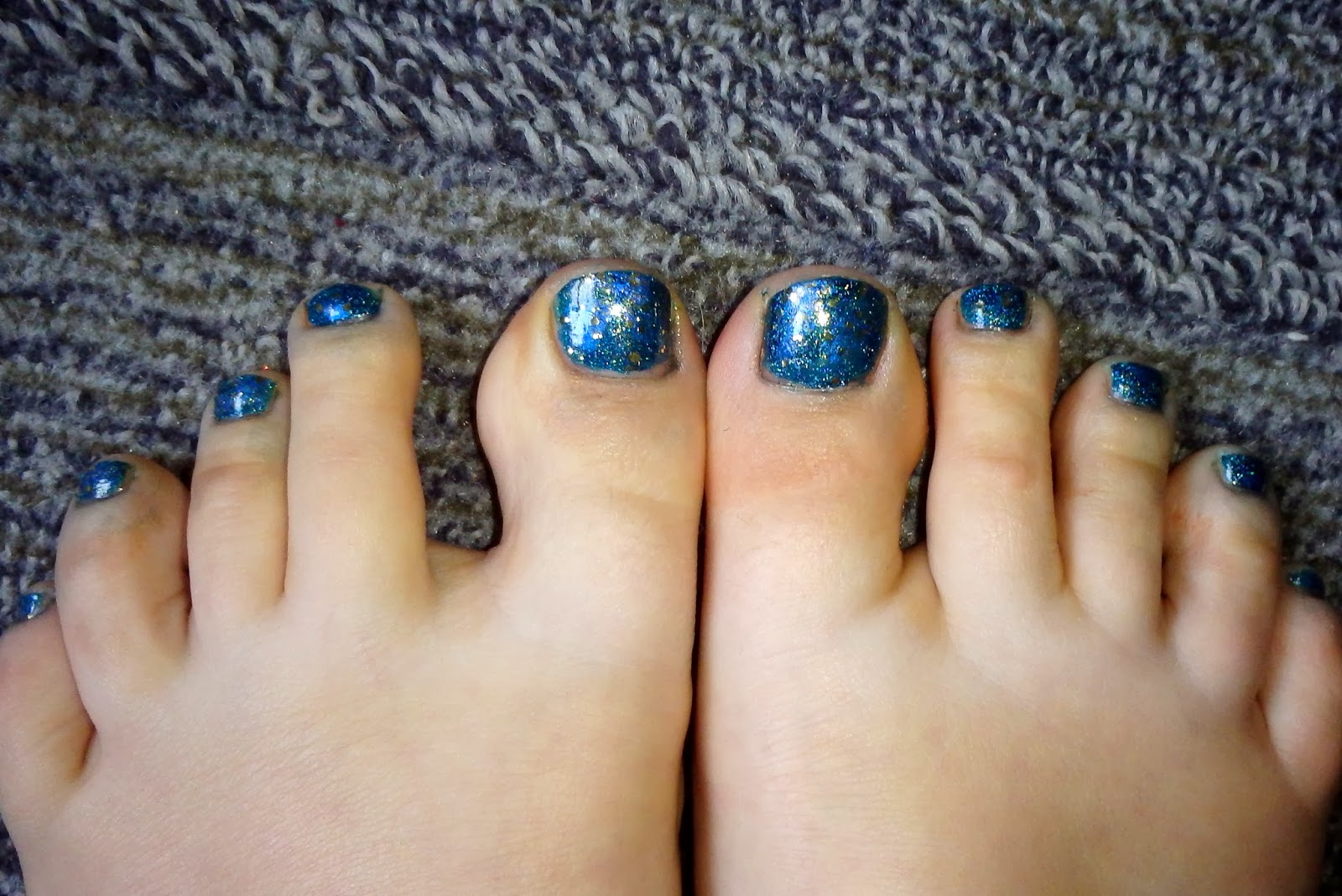 quixii's nails: 11/03/13 - teal and gold toes