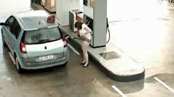 Προσωπικές στιγμές σε...βενζινάδικα! [video]
