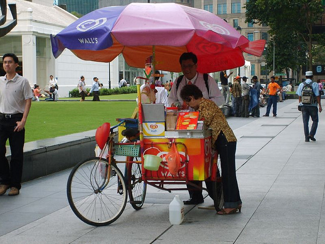 Vendedores de sorvete sobre rodas