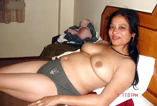 pados ki aunty aarti nude pics exposed   nudesibhabhi.com