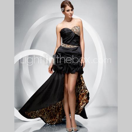 Черна рокля с шлейф