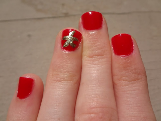 Nautical nail art, gold starfish