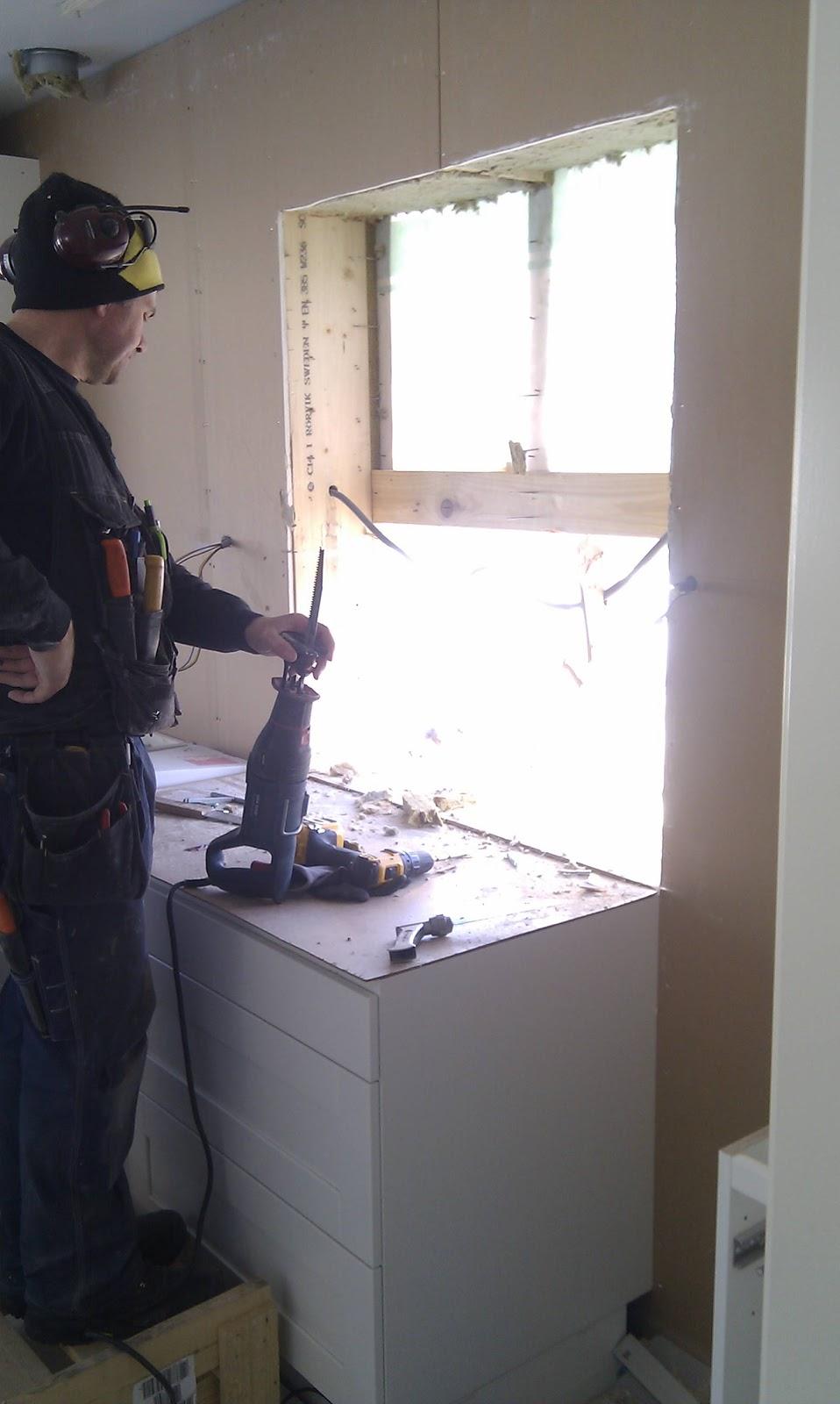 Erikslundsgatan: Fönsterbyte i köket, check!