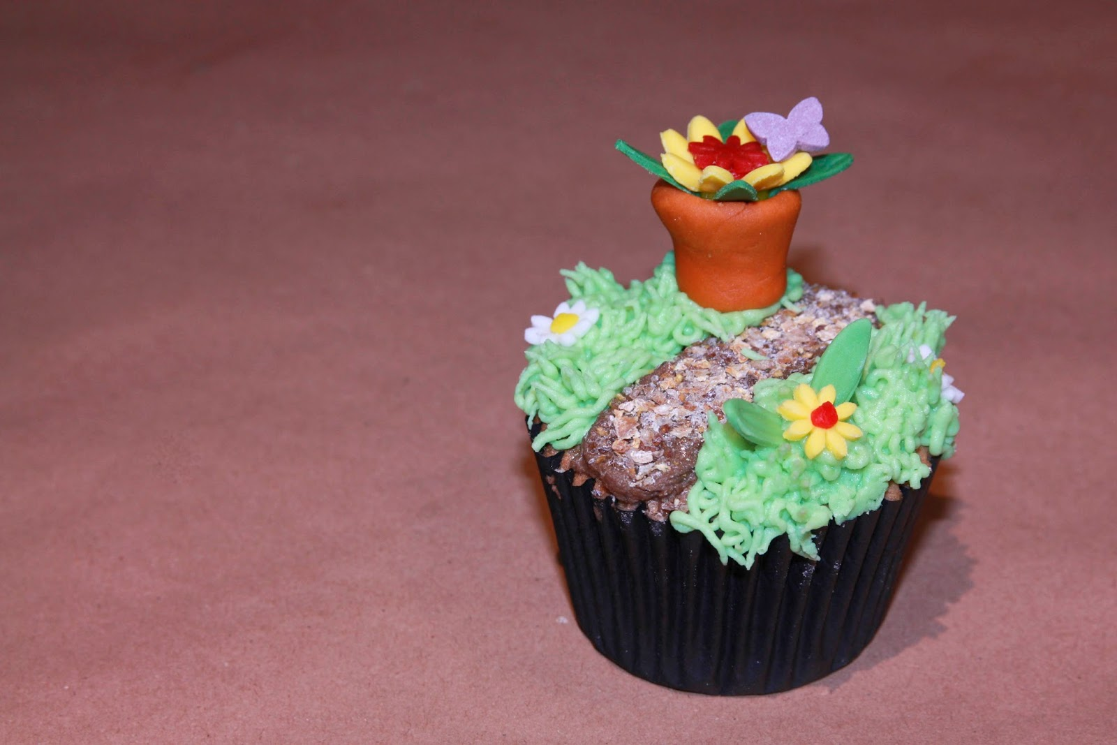 Earl Grey cupcake decorated with a garden path and flower pot