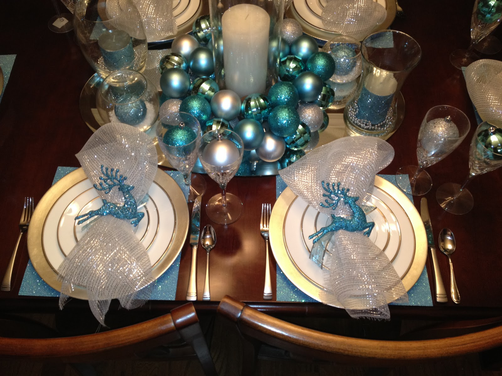 Engineering life and style christmas tablescape trial run for Silver centerpieces for dining table