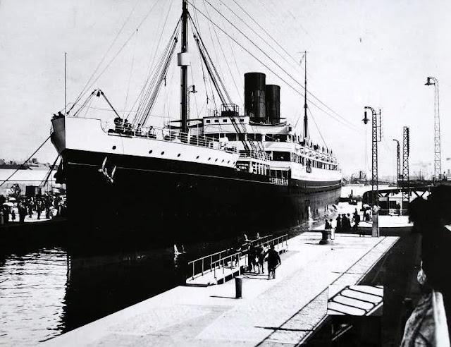 emigracion-transatlantico-rochambeau-fondeado