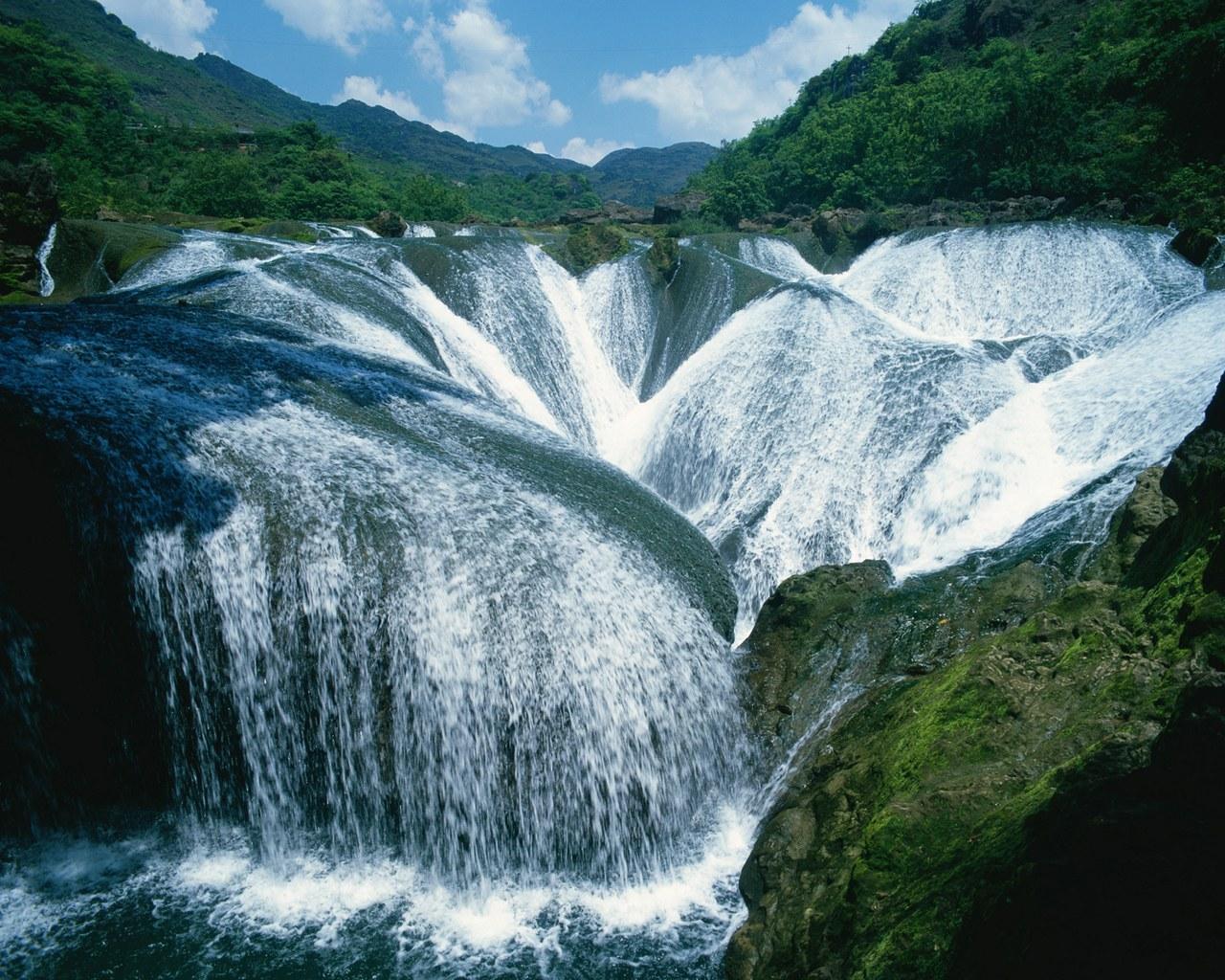 http://4.bp.blogspot.com/-rCNyVwd3hrQ/T-8QEZ1OjMI/AAAAAAAAGSQ/8tsYwuvi4nw/s1600/amazing-landscape-06.jpg