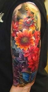 tatuagens femininas na parte externa do braço desenho flores