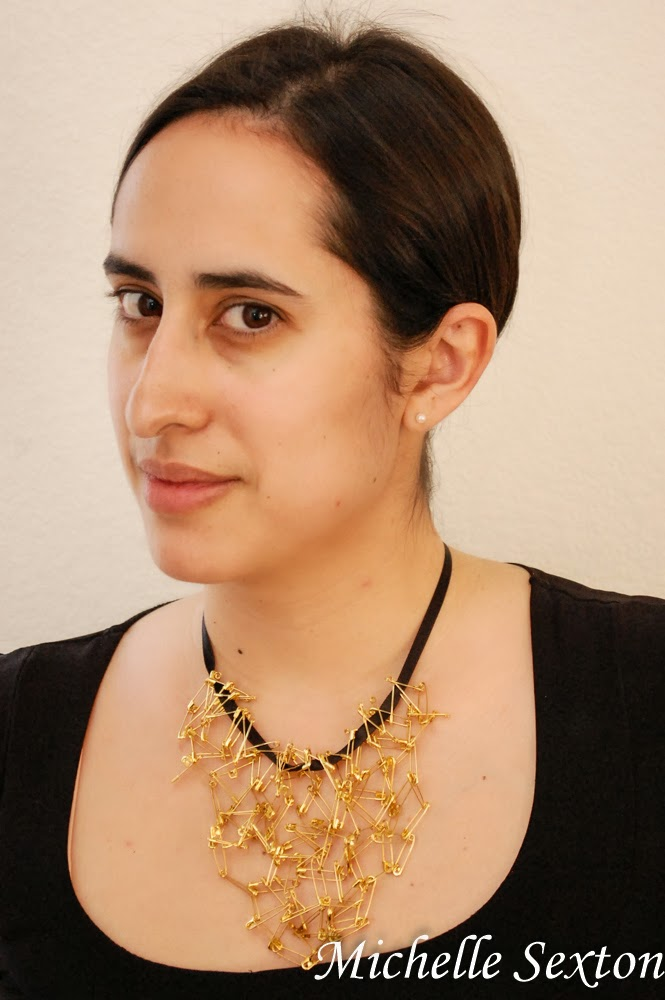 Make this Safety Pin Bib Necklace - Click through and find out how to make it.