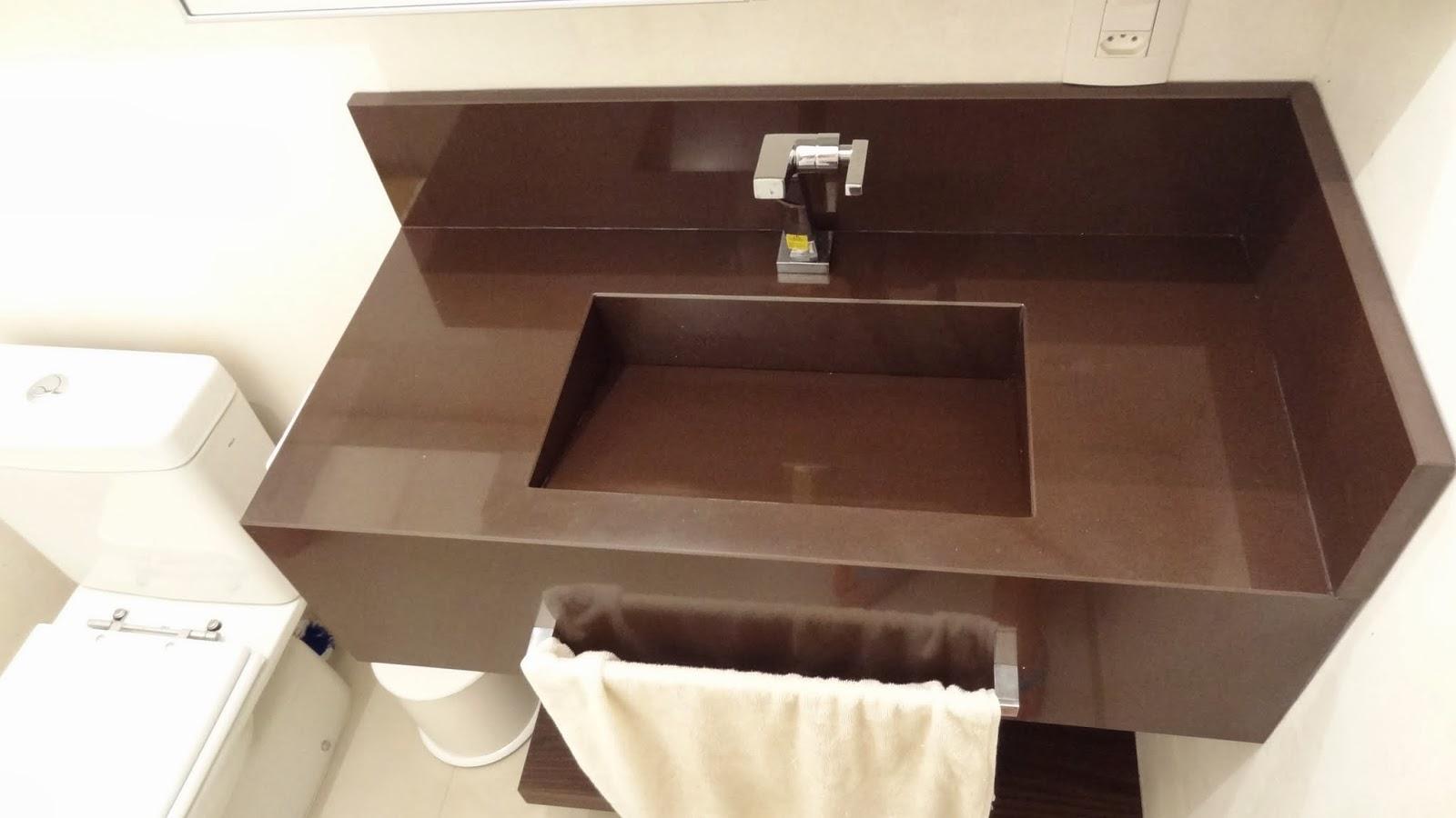 ao acabamento: Lavabo Social e Banheiro da Suíte Casal Reta final #A18E2A 1600x900 Acabamento Banheiro 2014
